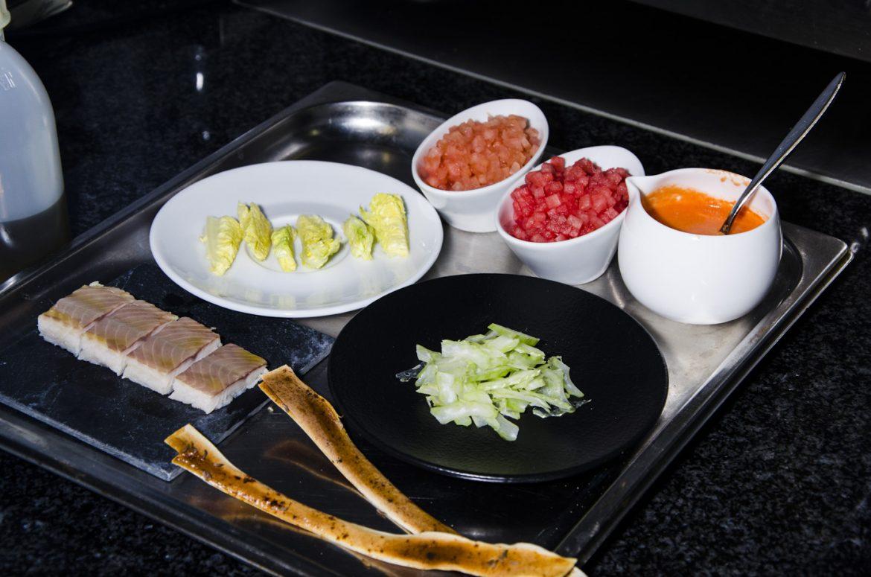 salat von wassermelone und tomate mit stangensellerie und r ucherforelle essen lieben. Black Bedroom Furniture Sets. Home Design Ideas