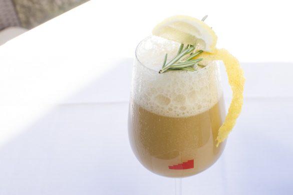 Alkoholfreies Bier mit Auberginenmark