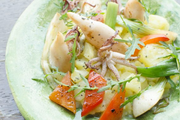 Erdäpfelsalat mit Rucola und Calamaretti