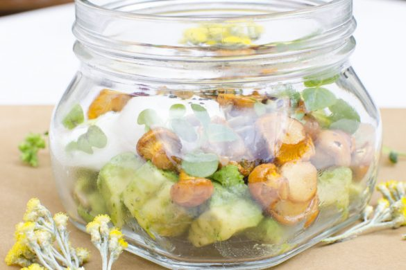 Pochiertes Ei mit Eierschwammerl, Avocado und Tomatenmarmelade