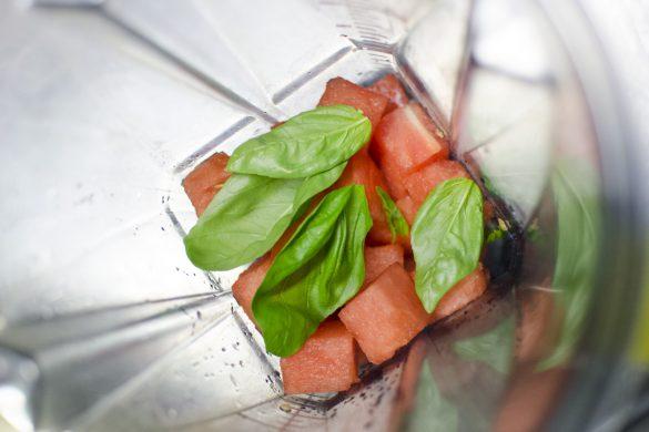 Limonade aus Tomate, Orange und Wassermelone