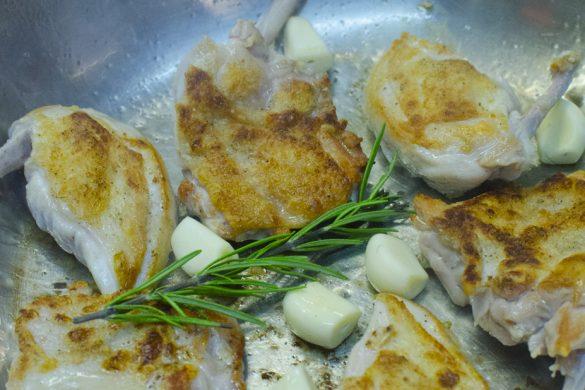 Stubenküken und Schmorgemüse mit Cognac flambiert