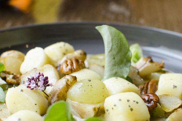 Gnocchi mit Topinambur, Trauben und Nüssen