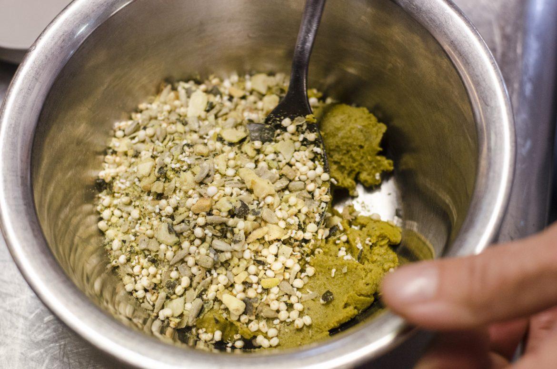 Vegane Krautwickel gefüllt mit Cerealien und Linsencurry